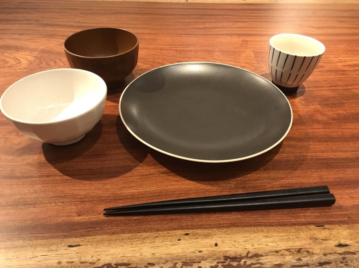 ブビンガ一枚板と和食器