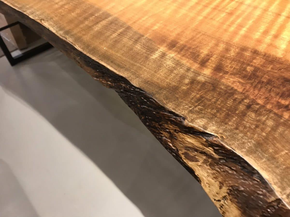 タブ一枚板の側面