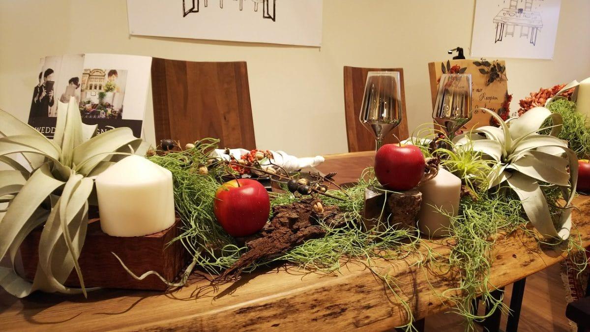 祝福が詰まったテーブルを一枚板に