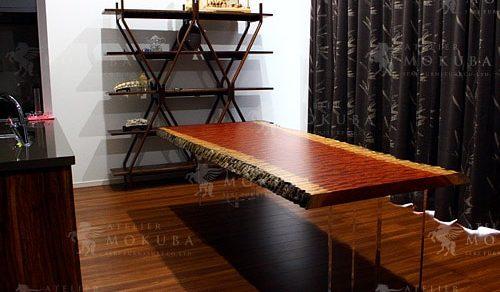 光沢ある杢が美しい、ブビンガ玉杢一枚板ダイニングテーブル