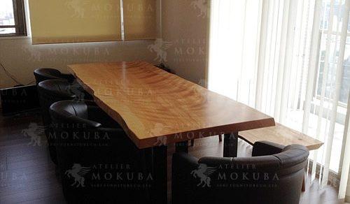 幅2.5m、存在感抜群のマカバ(樺桜)一枚板テーブル