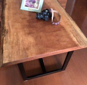 新しいダイニングテーブル