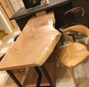 木目の食卓机