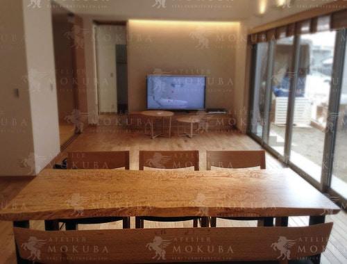 ナチュラルテイストの空間にマッチしたテーブルの画像