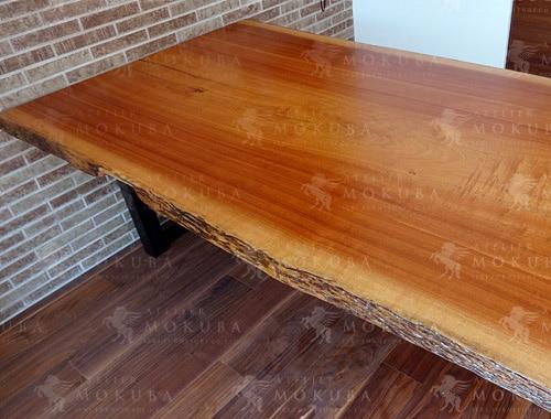 一枚の板をダイニングとセンターテーブルにの画像