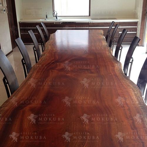 存在感抜群、4.7mのサペリダイニングテーブルの画像