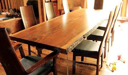 オバンコールの色合いがとても美しい、8人掛けダイニングテーブル