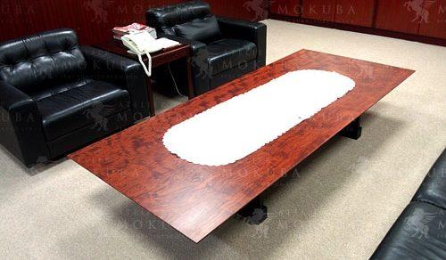 様々なシーンに似合う一枚板テーブル