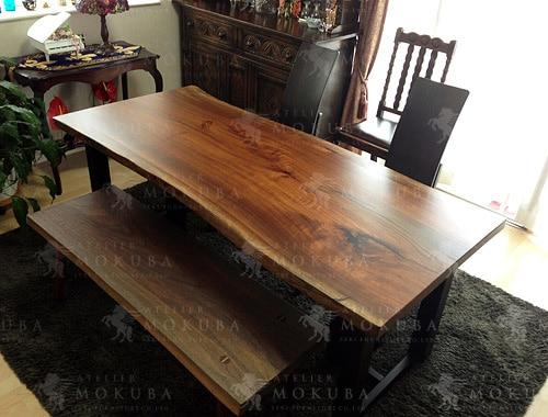 アンティーク家具に合う、ウォールナット一枚板テーブル、ベンチの画像
