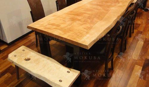 希少価値が高い、真樺(マカバ)一枚板テーブル