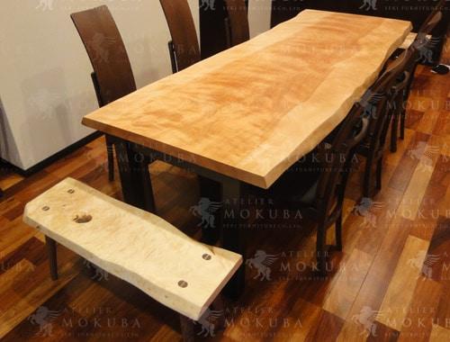 希少価値が高い、真樺(マカバ)一枚板テーブルの画像