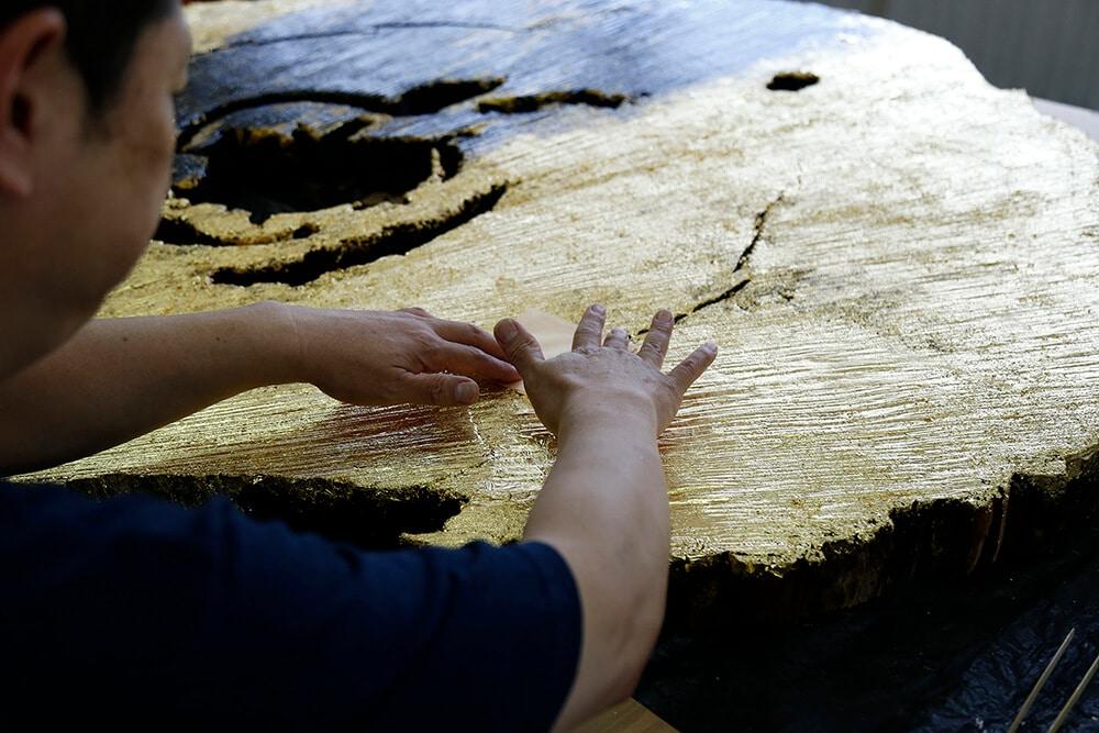 一枚板と金箔のコラボレーション