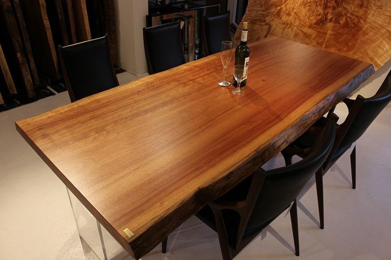 温かみのあるテーブル